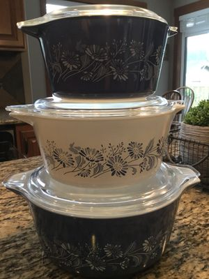 Pyrex Colonial Mist pattern set of three plus lids for Sale in Graham, WA
