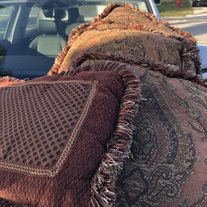 5 Pillows for Sale in West Palm Beach, FL