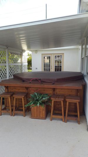 Large 8ft Octagan Hot Tub for Sale in Seminole, FL