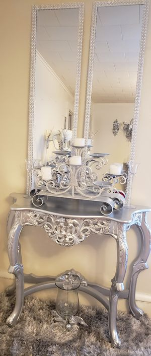 Beautiful entryway table with set of mirrors that can be hung on the wall for a more elegant look for Sale in Reading, PA
