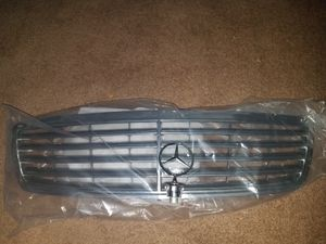 C320 grill and emblem for Sale in Orlando, FL