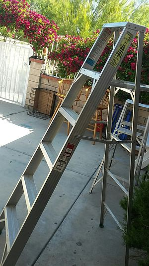 6 ft,,aluminum ladder..great shape for Sale in Palmdale, CA