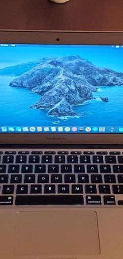 """Apple MacBook Air 1.7GHZ 4GB Core i5 64GB Flash Storage SSD 11.6"""" Display Record Videos Music Production Animation Photo Editing Software Creation Etc for Sale in Minneapolis,  MN"""