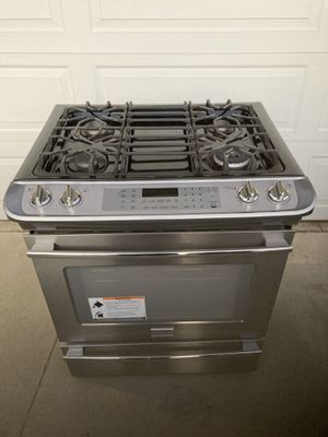 Frigidaire stainless steel gas stove 4 burners!!! for Sale in Corona, CA