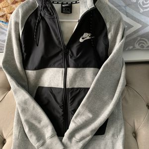 Suéter Nike Size L for Sale in Miami, FL