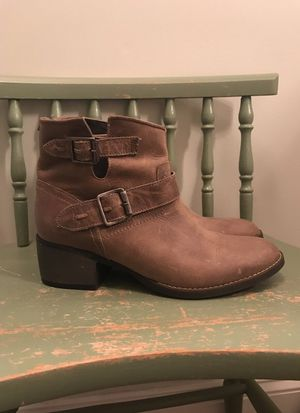 SIZE 8 Steven Madden leather boots for Sale in Fairfax, VA