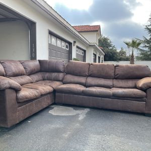 Full Size Leather Sectional for Sale in Fresno, CA