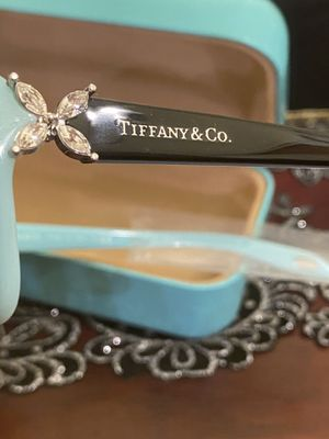 $340 Value Tiffany & Co women sunglasses for Sale in Moreno Valley, CA