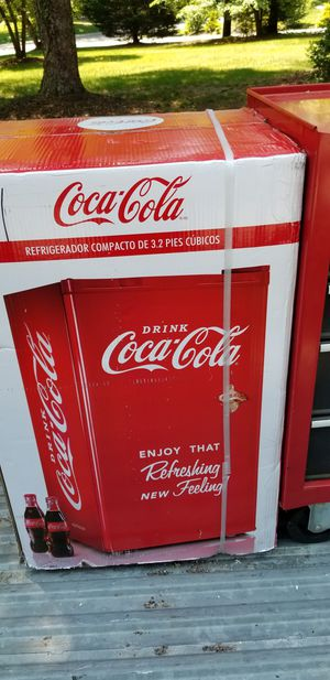 Limited edition 3.2 cubic ft Coke Fridge for Sale in Chester, VA