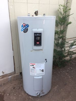 40 gal electric water heater for Sale in Laveen Village, AZ