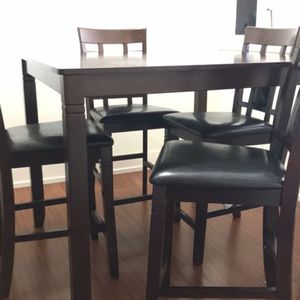 Bennox Counter Height Dining Table and Bar Stools (Set of 5) for Sale in Des Plaines, IL