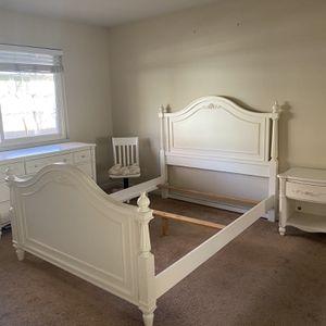 Queen Bed And Bedroom Set for Sale in Walnut Creek, CA