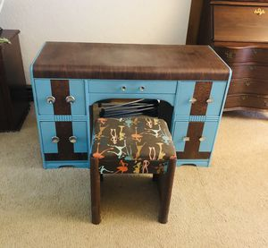 Desk/Vanity with Matching Stool for Sale in Everett, WA