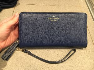 New KATE SPADE wristlet for Sale in Seattle, WA