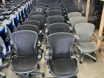 LIKE NEW ! HERMAN MILLER AERON ! SIZE A ,B,C AVAILABLE !!!!!!!! for Sale in Los Angeles,  CA