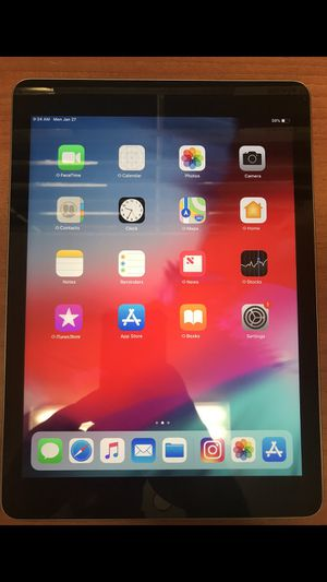 iPad 5th Generation for Sale in Riverside, CA