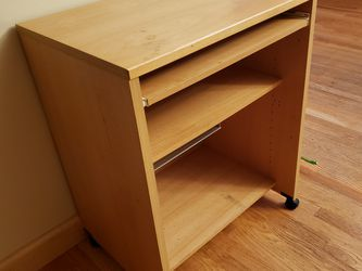 Nice Computer Desk 25x29 for Sale in North Bend,  WA