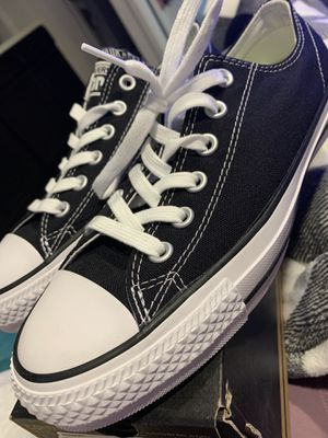 Converse (Size 8.5 W or 6.5 M) for Sale in Covina, CA