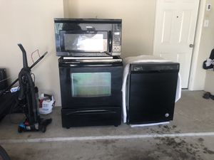 Black used appliances set stove, microwave & dishwasher for Sale in Coppell, TX
