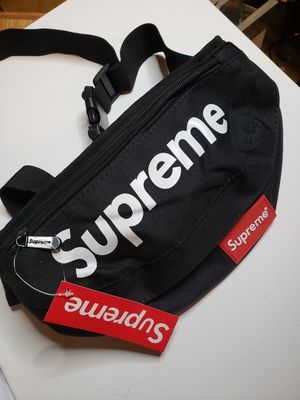 Supreme black fanny pack new for Sale in Hialeah, FL