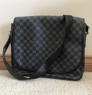 Louis Vuitton crossbody Bag for Sale in Oswego, IL