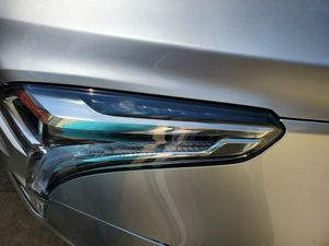 xt 5 cadillac headlight left driver lh side like new for Sale in North Miami Beach, FL