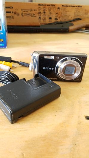 Sony Digital camera 14.1mp Dsc w530 for Sale in Madison, CT