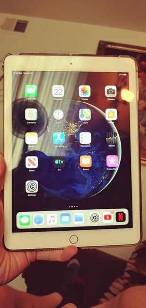 Apple iPad 6th generation 128 gb for Sale in Greenwood, IN