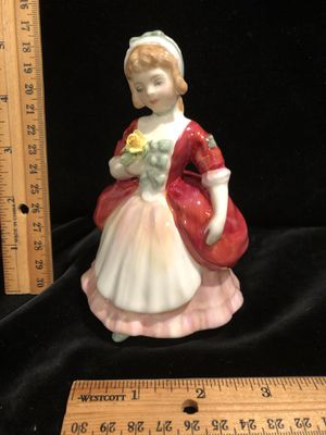 Royal Doulton HN 2107 VALERIE for Sale in Puyallup, WA