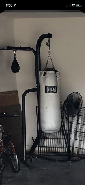 Everlast punching bag for Sale in Wesley Chapel, FL