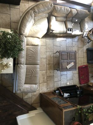 Full size leather couch for Sale in Alpharetta, GA