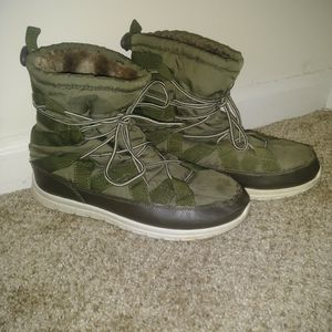 women's rain/snow boots size 10 (xl) for Sale in Chapel Hill, NC