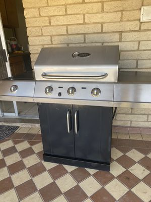 Char broil red Bbq grill gas for Sale in Glendale, AZ