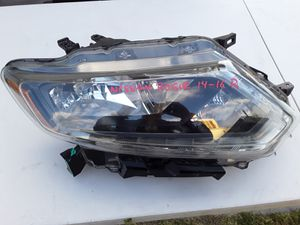 Nissan Rogue 2014-2016 Headlight R $90 for Sale in Las Vegas, NV