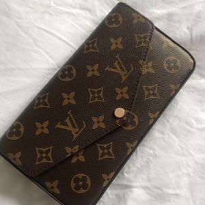 Gold Bag for Sale in Hialeah, FL