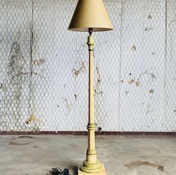 VINTAGE HAND PAINTED AND CRAFTED MULTICOLOR FLOOR LAMP for Sale in Dallas,  TX