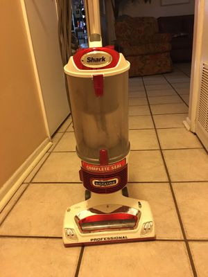 Shark Vacuum cleaners for Sale in Belle Isle, FL