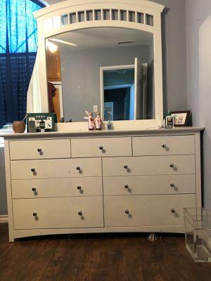 Dresser furniture for Sale in Lake View Terrace, CA