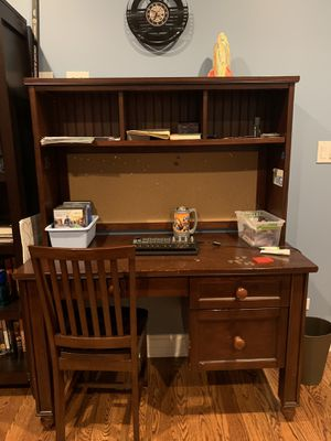 Pottery Barn Kids desk and chair for Sale in Des Plaines, IL