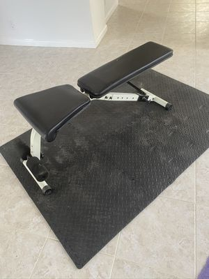 Adjustable Weight Bench with Gym Mat for Sale in Boca Raton, FL