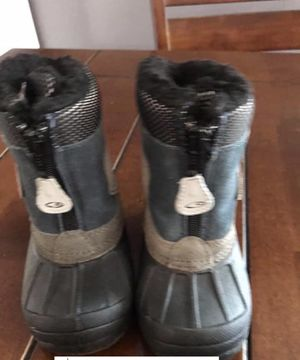 Size 7 little kid snow boots for Sale in San Diego, CA