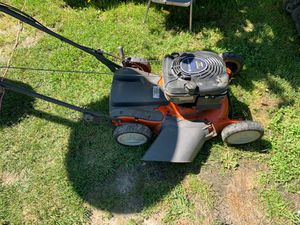 Muwer for land s kiping huswarna 6,75 engin self propeller 150$ for Sale in St. Louis, MO