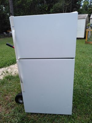 24 cubic Kenmore refrigerator and freezer with ice maker for Sale in Wellington, FL