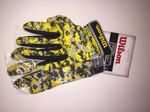 Wilson NFL Yellow Camo Football Receivers Glove, Adult Small for Sale in Greenville, MS