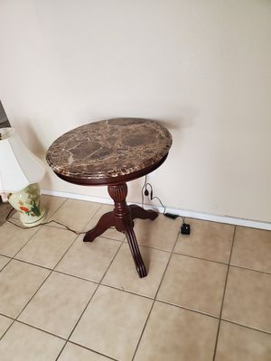 Round coffee table for Sale in North Las Vegas, NV