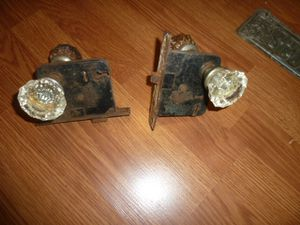 2 PAIR VINTAGE ANTIQUE GLASS DOOR KNOB SETS (4 KNOBS) W SARGENT MORTISE LOCK for Sale in Waxahachie, TX