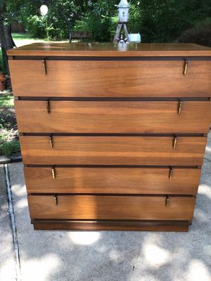 MCM Johnson Carper Fashion Trends Five Drawer Chest for Sale in St. Peters, MO