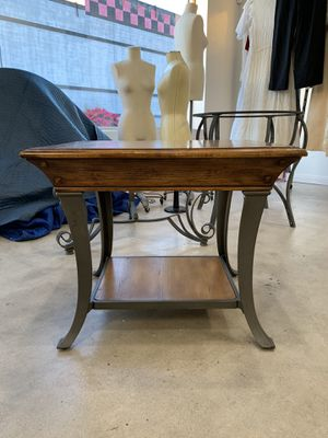 Wood Side Table for Sale in Phoenix, AZ