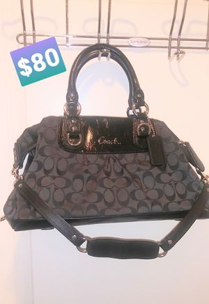 NUSED actually not used COACH canvas Signature purse for Sale in Rockville, MD