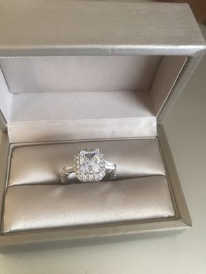 18K white gold plated over Sterling Silver White Sapphire Simulated Diamonds Fashion Engagement Ring 💍 Size 7 for Sale in Wood Dale, IL